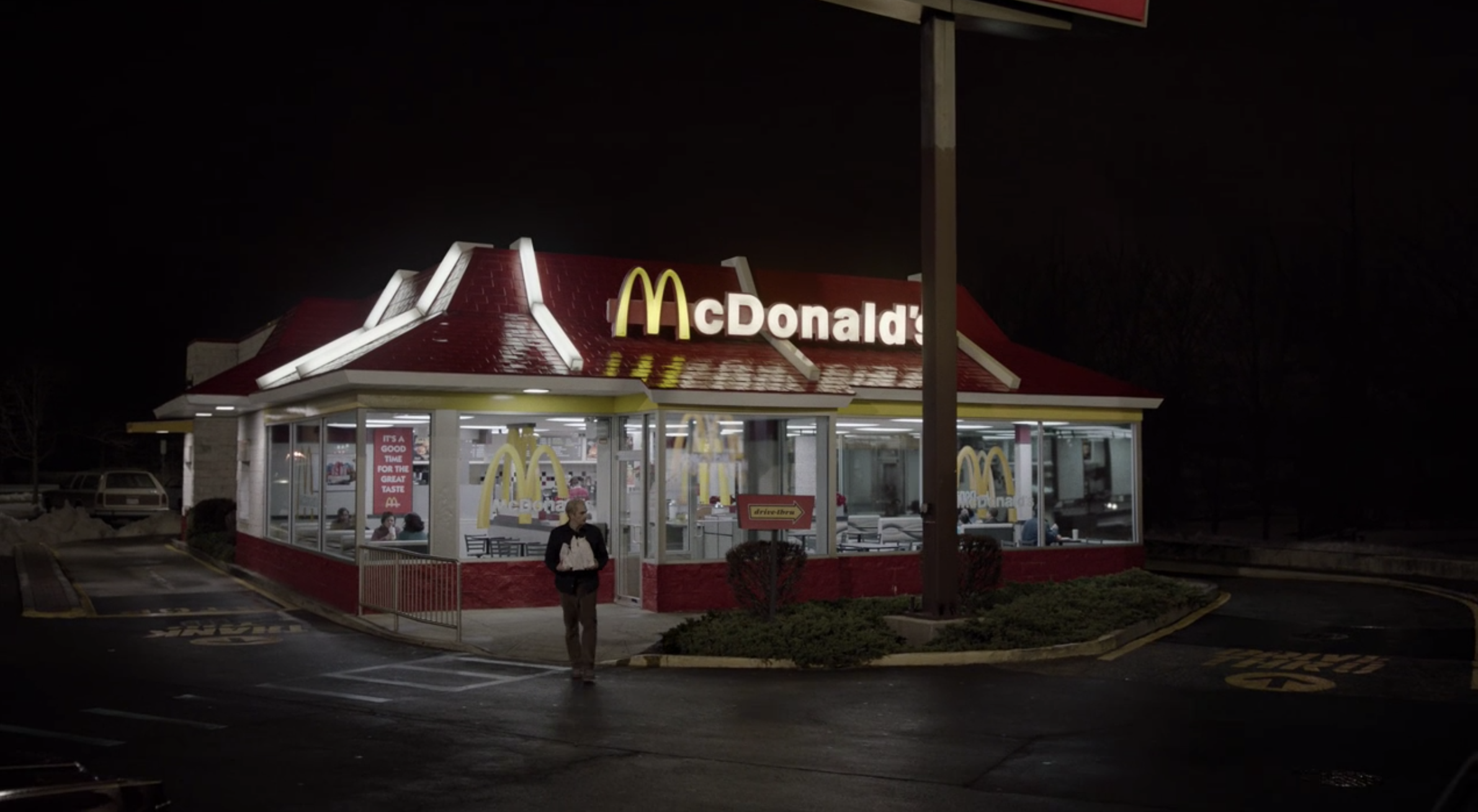 Philip (Matthew Rhys) walking out of McDonald's before continuing to flee the country with his family.